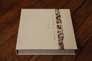 Boîte en papier réalisée pour un livre d'artiste, boite pour livres