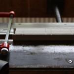 grecquage: cette étape consiste à créer des incisions qui recevront la couture